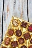 Set wyśmienicie czekoladowi cukierki w pudełku fotografia stock