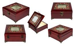 Set z rocznik czerwieni drewnianym pudełkiem, odosobnionym na bielu Zdjęcia Stock