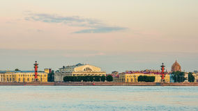 Seta da ilha de Vasilievsky no nascer do sol imagens de stock royalty free
