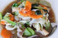 Seta frita y verduras mezcladas foto de archivo