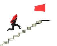 Seta levando do homem de negócios na bandeira vermelha superior das escadas do dinheiro Fotos de Stock Royalty Free