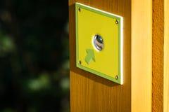 A seta verde mostra o botão do cromo Imagem de Stock