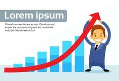 Seta vermelha de Hold Financial Graph do homem de negócios acima Fotografia de Stock