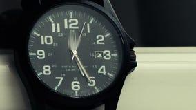 Setas corridas no vídeo mecânico do timelapse dos relógios de pulso filme