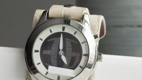 Setas corridas no vídeo mecânico do timelapse dos relógios de pulso vídeos de arquivo