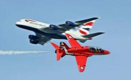 Setas vermelhas em voo Imagem de Stock