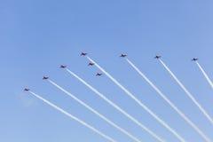 Setas vermelhas sobre Abu Dhabi, UAE Fotografia de Stock Royalty Free
