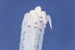 Setas vermelhas sobre Abu Dhabi, UAE Fotos de Stock