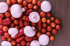 Setas y chile de los tomates imagen de archivo