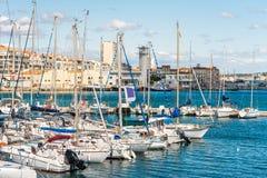 SETE,法国- 2017年9月10日:口岸的看法与游艇的 复制文本的空间 免版税库存照片