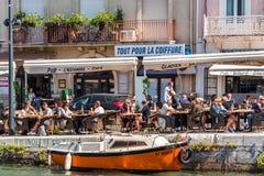 SETE, FRANCES - 10 SEPTEMBRE 2017 : Vue de café extérieur dans l'o Photographie stock