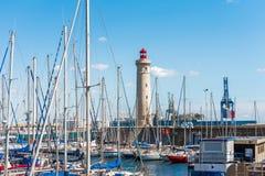 SETE, FRANCIA - 10 SETTEMBRE 2017: Porto sbalorditivo di Sete con il faro nel sud della Francia vicino al Mediterraneo Copi lo PS Fotografia Stock