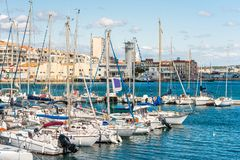 SETE, FRANKREICH - 10. SEPTEMBER 2017: Ansicht des Hafens mit Yachten Kopieren Sie Raum für Text Lizenzfreies Stockfoto
