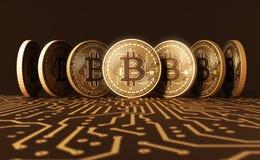 Sete moedas virtuais Bitcoins na placa de circuito impresso Fotos de Stock Royalty Free