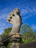 Sete Naga das cabeças lixam a estátua de cinzeladura de pedra em Phimai histórico Fotos de Stock