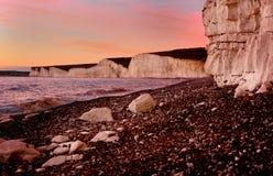 Sete penhascos das irmãs no crepúsculo. Eastbourne Reino Unido Foto de Stock Royalty Free