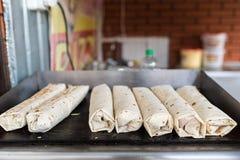 Sete shawarms na grade, carne turca tradicional foto de stock royalty free