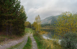 setembro nas montanhas de Sayan Foto de Stock