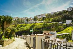 Setenil de las Bodegas, pueblo andaluz de Cádiz, España imagen de archivo