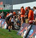 Seth DeValve Cleveland Browns NFL trifft jungen Fan stockbild