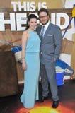 Seth Rogen & Lauren Miller royaltyfri foto