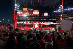 Seth Rollins celebra con la victoria de los fans del WWE Championshi Imágenes de archivo libres de regalías