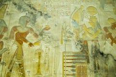Seti con el alivio de bas de Osiris y de ISIS Imagenes de archivo