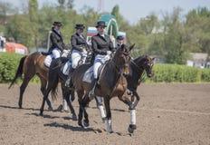 Setkarzi na torze wyścigów konnych na dniu otwarcia Fotografia Stock