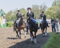 Setkarzi na torze wyścigów konnych na dniu otwarcia Zdjęcie Royalty Free