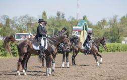 Setkarzi na torze wyścigów konnych na dniu otwarcia Obrazy Stock