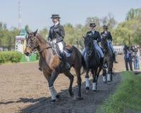 Setkarzi na torze wyścigów konnych na dniu otwarcia Obrazy Royalty Free
