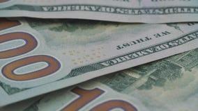 Setki Amerykańscy dolary kłamają na stole Rama wiruje counterclockwise zdjęcie wideo
