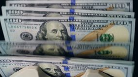 Setki dolary dostają kalkulowali maszyną zdjęcie wideo