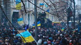 Setki kniaź z krajowym symbolics podczas Hrushevsky Ulicznych zderzeń zbiory wideo