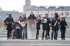 Setki Torontonians zbiegali się na Nathan Philips kwadracie Fotografia Royalty Free
