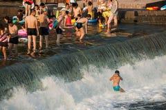 Seto Creek River y disfruta de un placer fresco del verano imagenes de archivo