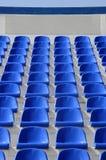 Setor do estádio com poltronas azuis com um lugar para o l foto de stock royalty free