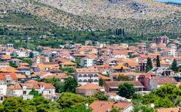 Setor privado da estância turística croata de Trogir o mediterrâneo fotos de stock