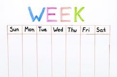Sette giorni della scrittura di settimana sul bordo bianco fotografia stock libera da diritti