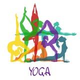 Sette siluette della ragazza nelle pose di yoga Fotografie Stock
