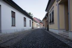 Settedstraat met kleine huizen stock foto's