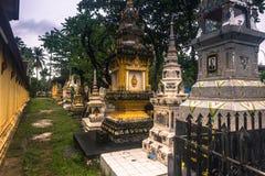 25 settembre 2014: Cimitero buddista a Vientiane, Laos Immagini Stock