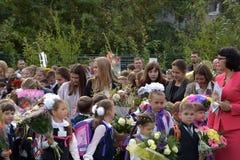 1° settembre, giorno di conoscenza a scuola russa Immagini Stock