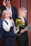 1° settembre, giorno di conoscenza a scuola russa Giorno di conoscenza Primo giorno del banco Immagine Stock