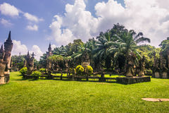 26 settembre 2014: Le statue di pietra buddisti in Buddha parcheggiano, il Laos Fotografia Stock