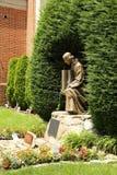 11 settembre memoriale - statua bronzea delle costruzioni del World Trade Center della tenuta di Jesus Christ Fotografia Stock Libera da Diritti
