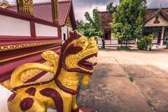 20 settembre 2014: Statua di una creatura al tempio di Wat Manorom nel Laos Fotografie Stock Libere da Diritti