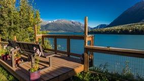 1° settembre 2016 vista scenica delle montagne di Kenai e del lago dal posto di ristoro del martin pescatore, Alaska Kenai Fotografia Stock