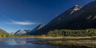 1° settembre 2016 vista scenica delle montagne di Kenai riflesse nel lago tern durante la caduta sulla penisola di Kenai in ala S Fotografia Stock Libera da Diritti