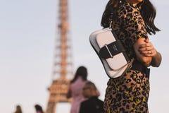 Settimana di modo di Parigi - stile della via - PFWAW19 fotografia stock libera da diritti